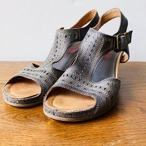 Pikolinos Leather Buckled Peeptoe Sandals